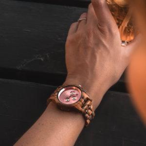 P1001467 300x300 - La mode des montres en bois