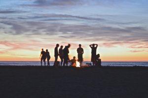 soire 300x199 - Nos conseils pour une soirée entre amis réussie