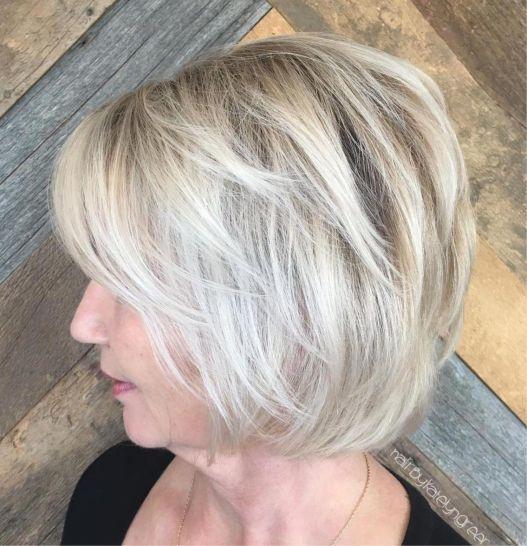 coupe courte femme dob platine mature - 10 coiffures courtes chics et simples pour les femmes de plus de 50 ans