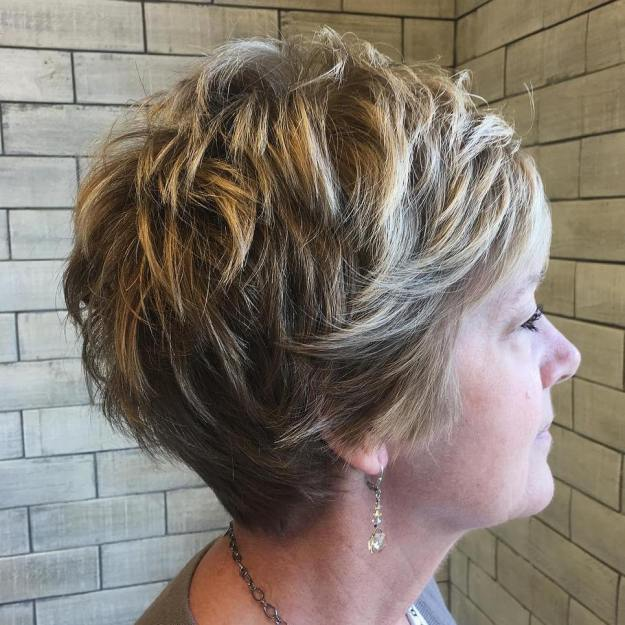 coupe pixie femme 50 ans - 10 coiffures courtes chics et simples pour les femmes de plus de 50 ans