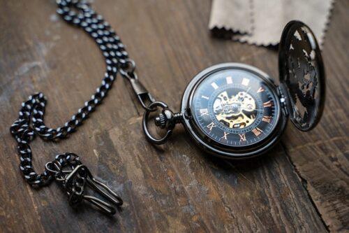 montre à gousset ou montre de poche élégante et vintage