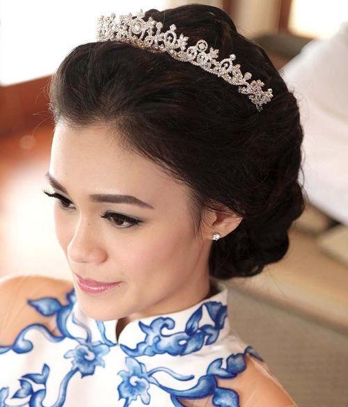 loose wedding updo with tiara