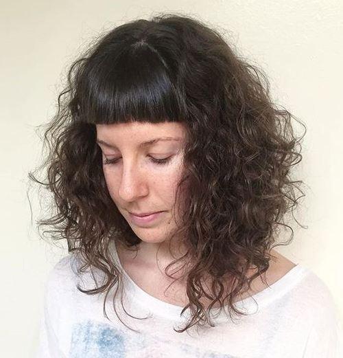 40 coupes de cheveux moyennes avec la frange les plus universelles 5e414be8231a7 - 40 coupes de cheveux mi long avec la frange les plus universelles