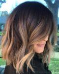 60 coiffures avec des cheveux brun foncé avec des reflets