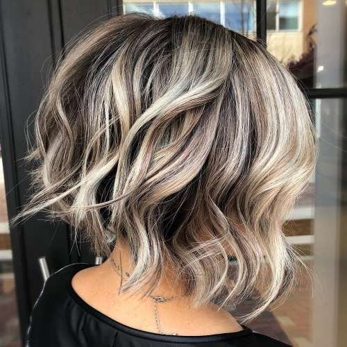 Neck-Length Messy Bob With Waves