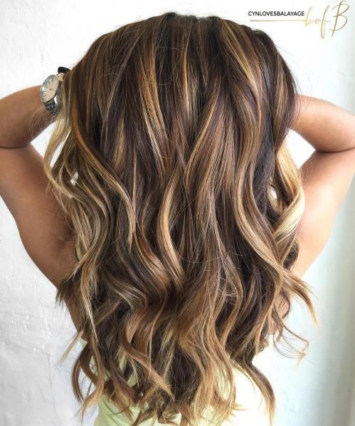 60 looks avec des reflets caramel sur les cheveux bruns et brun fonce 5e428142693f1 - 60 looks avec des reflets caramel sur les cheveux bruns et brun foncé