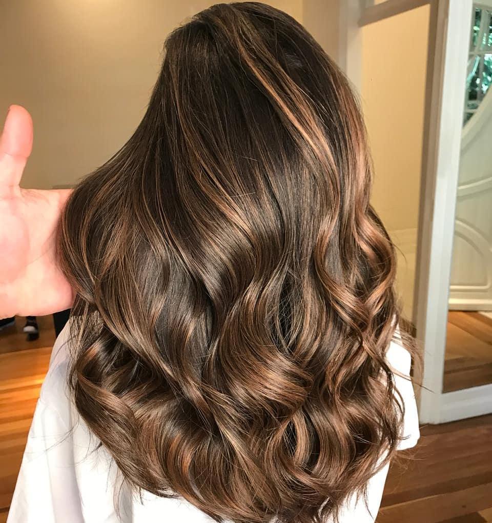 60 looks avec des reflets caramel sur les cheveux bruns et brun fonce 5e4281433708a - 60 looks avec des reflets caramel sur les cheveux bruns et brun foncé