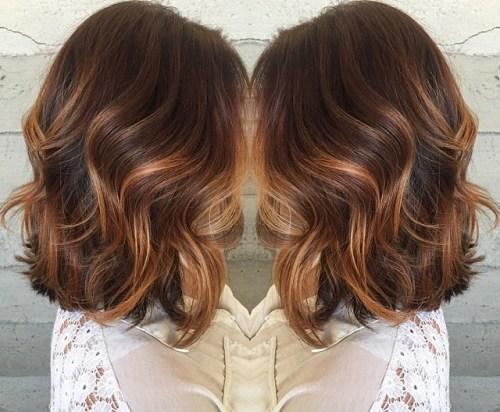 60 looks avec des reflets caramel sur les cheveux bruns et brun fonce 5e42814370109 - 60 looks avec des reflets caramel sur les cheveux bruns et brun foncé