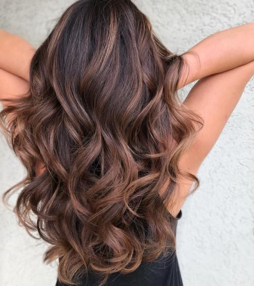60 looks avec des reflets caramel sur les cheveux bruns et brun fonce 5e428143a8021 - 60 looks avec des reflets caramel sur les cheveux bruns et brun foncé