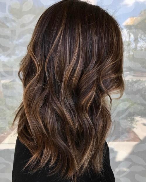 60 looks avec des reflets caramel sur les cheveux bruns et brun fonce 5e428143c1d8a - 60 looks avec des reflets caramel sur les cheveux bruns et brun foncé