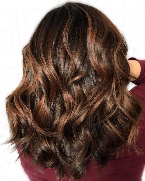 60 looks avec des reflets caramel sur les cheveux bruns et brun fonce 5e428143e09a2 - 60 looks avec des reflets caramel sur les cheveux bruns et brun foncé