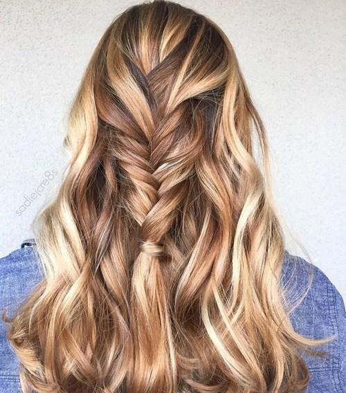 60 looks avec des reflets caramel sur les cheveux bruns et brun fonce 5e42814479c17 - 60 looks avec des reflets caramel sur les cheveux bruns et brun foncé