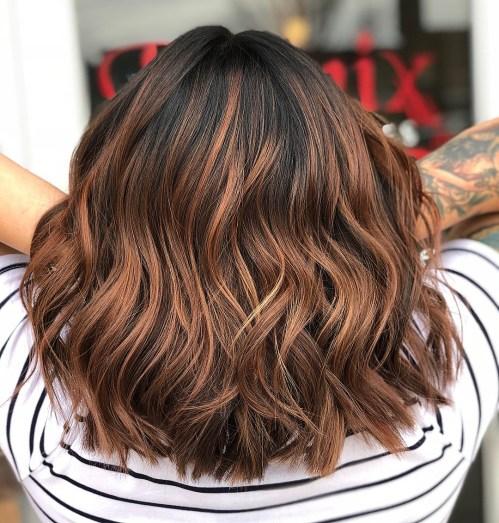60 looks avec des reflets caramel sur les cheveux bruns et brun fonce 5e42814564e46 - 60 looks avec des reflets caramel sur les cheveux bruns et brun foncé