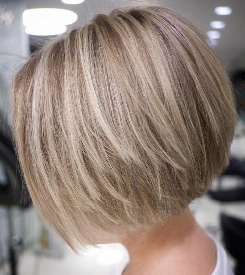 70 coiffures en couches courtes mignonnes et faciles a coiffer 5e41434897f40 - 70 coiffures en dégradé courtes mignonnes et faciles à coiffer