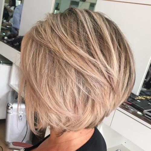 70 coiffures en couches courtes mignonnes et faciles a coiffer 5e4143507c0b6 - 70 coiffures en dégradé courtes mignonnes et faciles à coiffer