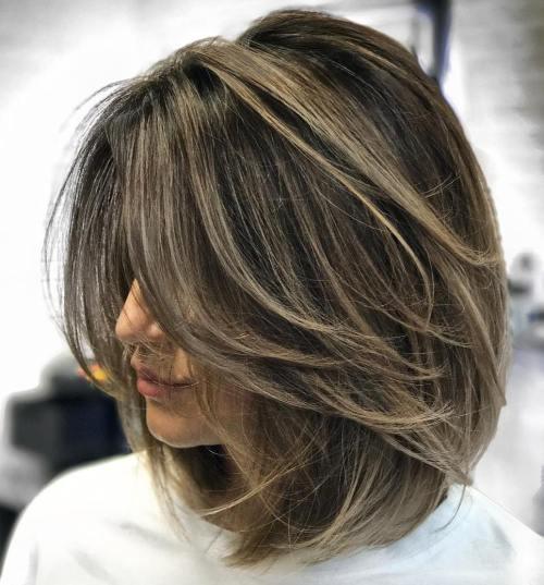 70 coupes de cheveux en couches moyennes les plus brillantes pour vous éclairer