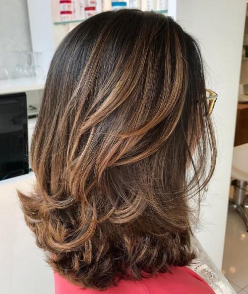 70 coupes de cheveux en couches moyennes les plus brillantes pour vous eclairer 5e414b03d6cbc - 70 coupes mi longs de cheveux en couches les plus brillantes pour vous éclairer