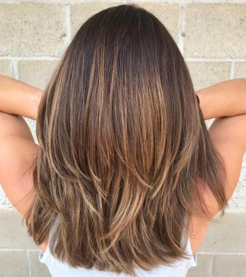 70 coupes de cheveux en couches moyennes les plus brillantes pour vous eclairer 5e414b03f3d78 - 70 coupes mi longs de cheveux en couches les plus brillantes pour vous éclairer