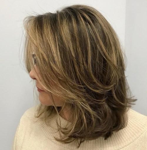 70 coupes de cheveux en couches moyennes les plus brillantes pour vous eclairer 5e414b04a6ee5 - 70 coupes mi longs de cheveux en couches les plus brillantes pour vous éclairer