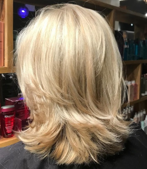 70 coupes de cheveux en couches moyennes les plus brillantes pour vous eclairer 5e414b04c5770 - 70 coupes mi longs de cheveux en couches les plus brillantes pour vous éclairer