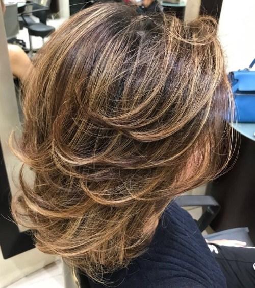 70 coupes de cheveux en couches moyennes les plus brillantes pour vous eclairer 5e414b0561da3 - 70 coupes mi longs de cheveux en couches les plus brillantes pour vous éclairer
