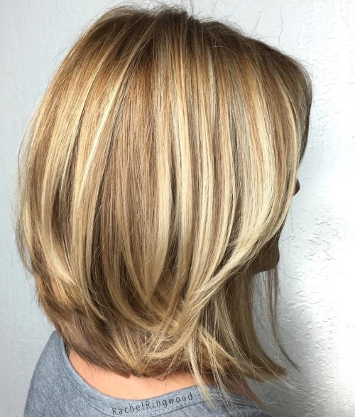 70 coupes de cheveux en couches moyennes les plus brillantes pour vous eclairer 5e414b07a2c53 - 70 coupes mi longs de cheveux en couches les plus brillantes pour vous éclairer