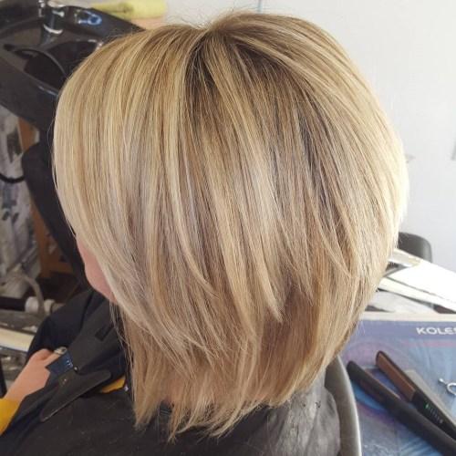 70 coupes de cheveux en couches moyennes les plus brillantes pour vous eclairer 5e414b07e11f7 - 70 coupes mi longs de cheveux en couches les plus brillantes pour vous éclairer