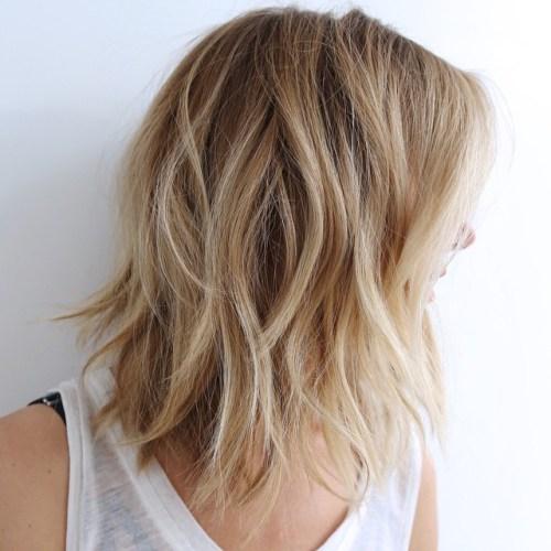 70 coupes de cheveux en couches moyennes les plus brillantes pour vous eclairer 5e414b085e758 - 70 coupes mi longs de cheveux en couches les plus brillantes pour vous éclairer