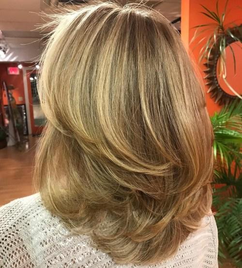 70 coupes de cheveux en couches moyennes les plus brillantes pour vous eclairer 5e414b087c0ca - 70 coupes mi longs de cheveux en couches les plus brillantes pour vous éclairer