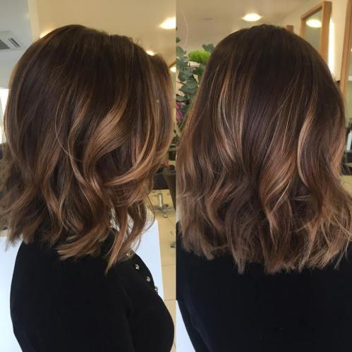 70 coupes de cheveux en couches moyennes les plus brillantes pour vous eclairer 5e414b089b107 - 70 coupes mi longs de cheveux en couches les plus brillantes pour vous éclairer