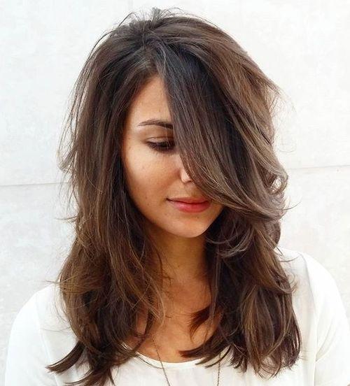 70 coupes de cheveux en couches moyennes les plus brillantes pour vous eclairer 5e414b09e6f20 - 70 coupes mi longs de cheveux en couches les plus brillantes pour vous éclairer
