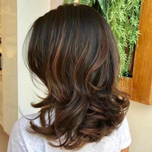 70 coupes de cheveux en couches moyennes les plus brillantes pour vous eclairer 5e414b0a0f643 - 70 coupes mi longs de cheveux en couches les plus brillantes pour vous éclairer