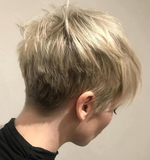 70 idees ecrasantes pour des coupes de cheveux courtes et saccadees 5e4142f330b96 - 70 idées écrasantes pour des coupes de cheveux courtes et saccadées