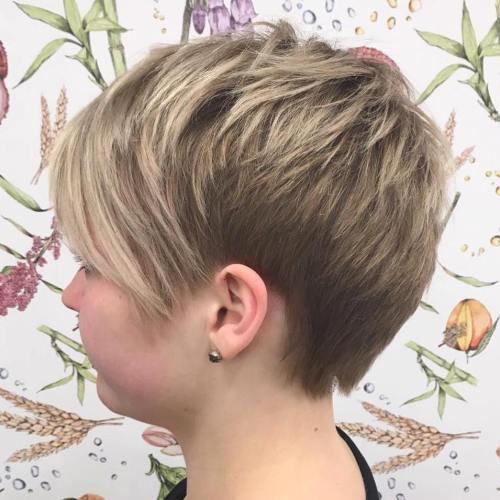 70 idees ecrasantes pour des coupes de cheveux courtes et saccadees 5e4142f6555c7 - 70 idées écrasantes pour des coupes de cheveux courtes et saccadées