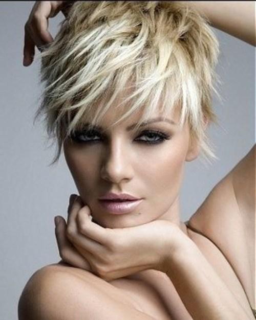 70 idees ecrasantes pour des coupes de cheveux courtes et saccadees 5e4142f754684 - 70 idées écrasantes pour des coupes de cheveux courtes et saccadées
