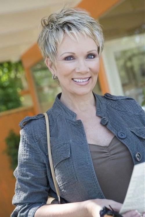 90 coiffures courtes chics et simples pour les femmes de plus de 50 ans 5e4143131e357 - Moby créé l'évènement à la Fnac !