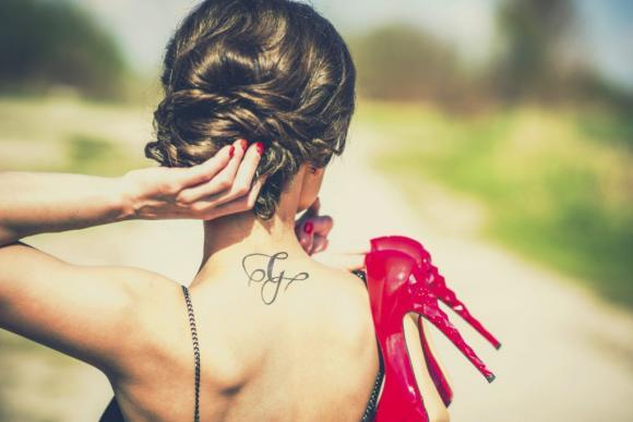 femme tatouage 3 - tatouages féminins: où les trouver et leur signification