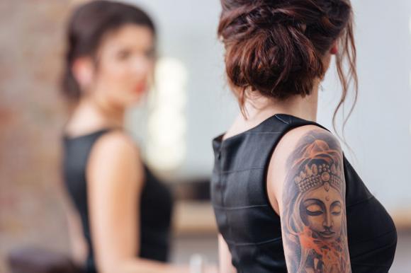 femme tatouage 5 - tatouages féminins: où les trouver et leur signification
