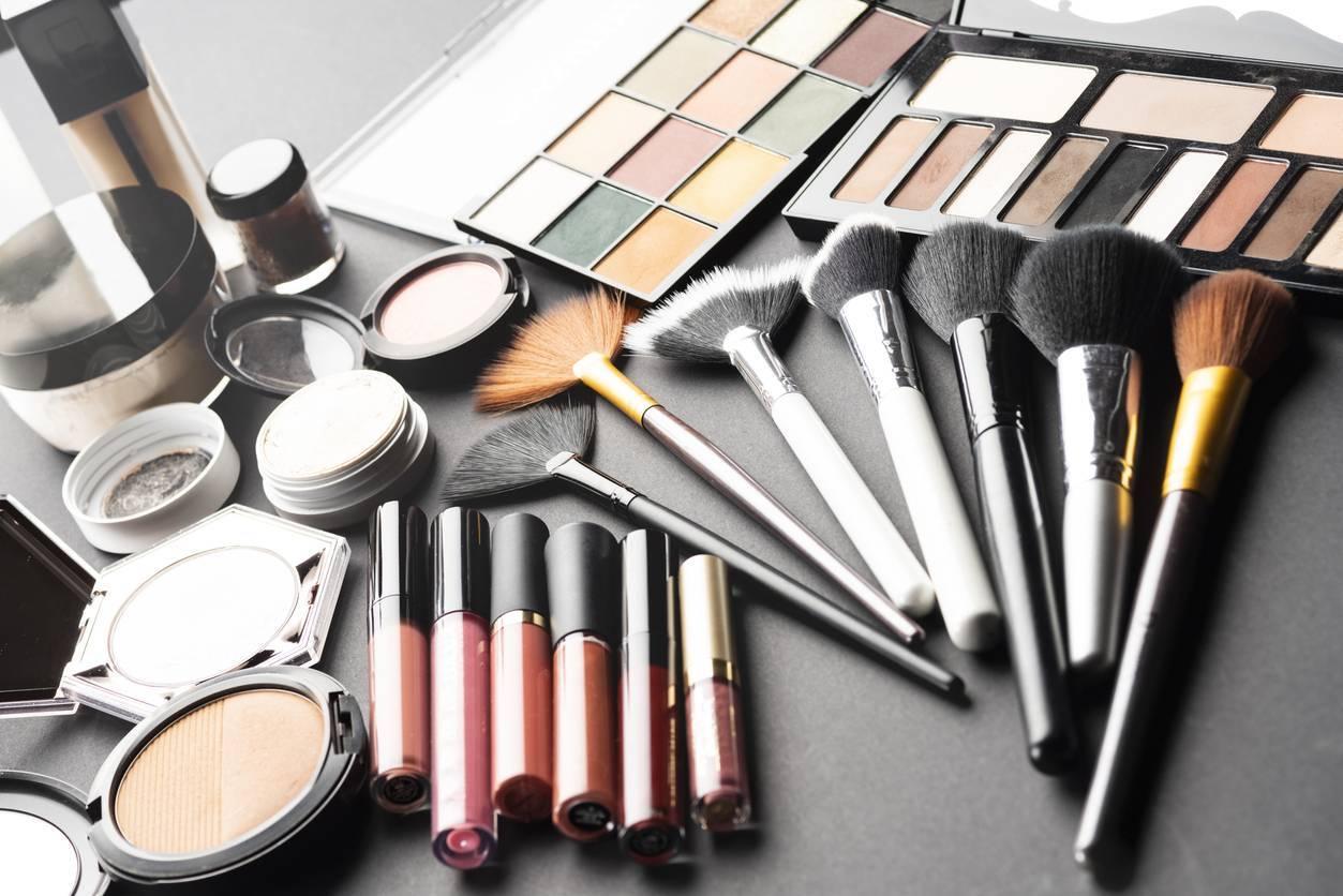 media maquillage produits - Comment choisir ses produits de maquillage quand on débute ?