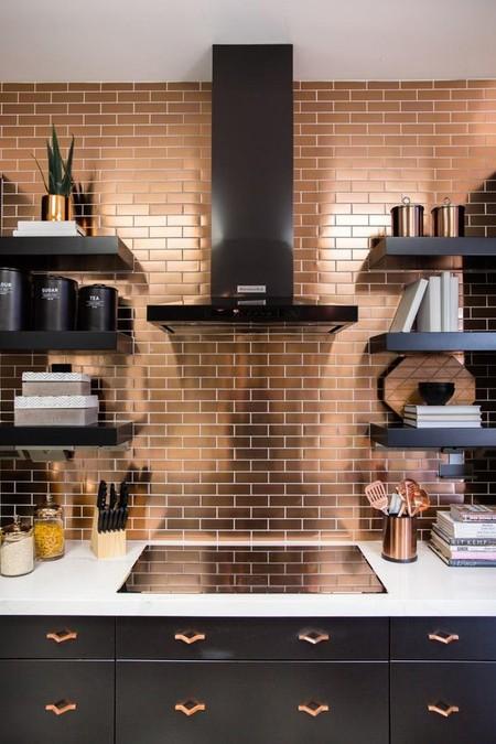 17 idees pour decorer la cuisine avec des accessoires et des meubles en cuivre 5e5a6432b19a3 - 17 idées pour décorer la cuisine avec des accessoires et des meubles en cuivre