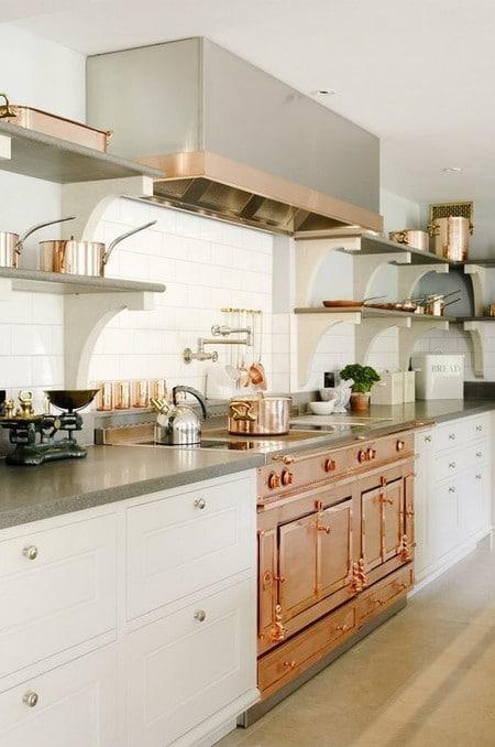17 idees pour decorer la cuisine avec des accessoires et des meubles en cuivre 5e5a6432f3c46 - 17 idées pour décorer la cuisine avec des accessoires et des meubles en cuivre