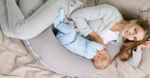 coussin allaitement bebe 1 e1588059017279 500x261 - Comment choisir le meilleur coussin d'allaitement