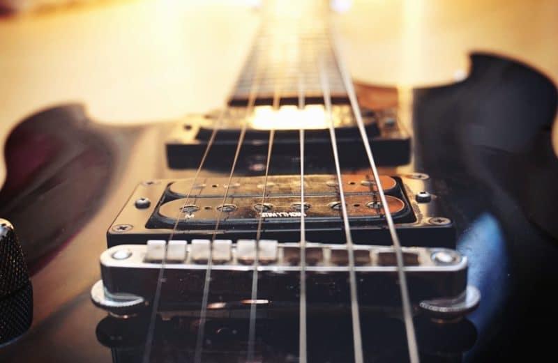 Comment choisir une guitare pour les débutantes