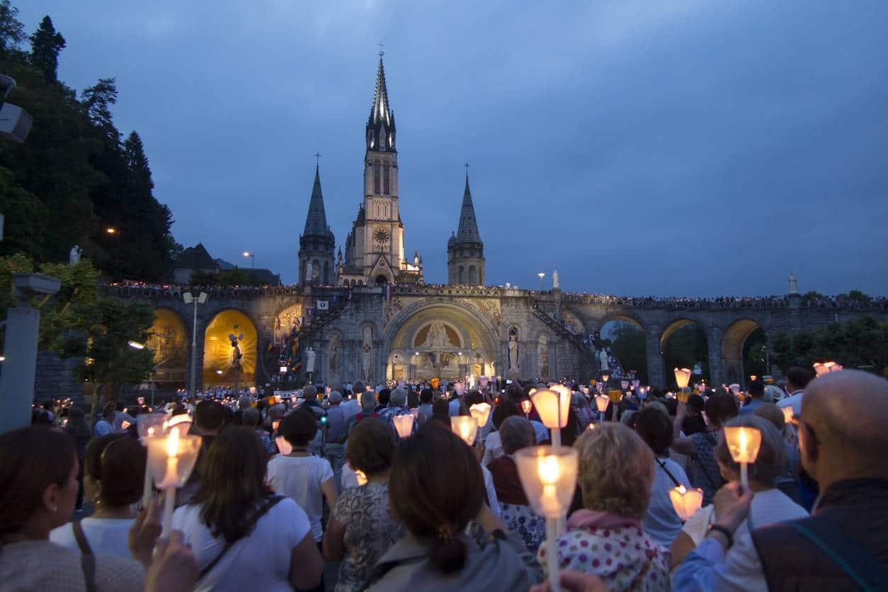 media toujours presente - La ferveur est toujours présente à Lourdes !