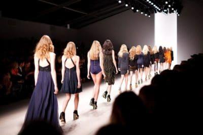 Mode militantisme 400x267 - Mode et militantisme : quand la mode affiche son soutien