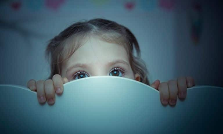 childhood insomnia and sleep problems 5f09c6cc5c14c - Insomnie et troubles du sommeil chez les enfants