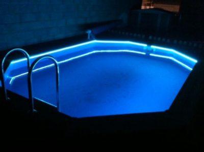 ruban led piscine 400x299 - 10 idées pour éclairer et décorer avec avec des rubans LED