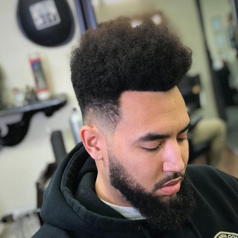 47 coupes de cheveux cool et elegantes pour les hommes noirs a essayer maintenant 5f3f9424e6332 - 47 coupes de cheveux cool et élégantes pour les hommes noirs à essayer maintenant