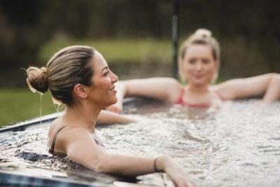 visu organiser comment 400x267 - Comment organiser une soirée spa chez soi ?