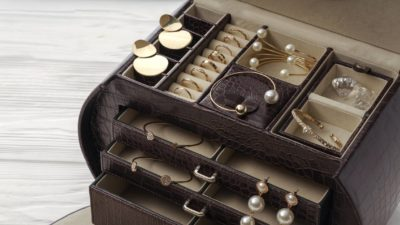 prendre boites 400x225 - Les boîtes à bijoux en cuir pour prendre soin de ses bijoux